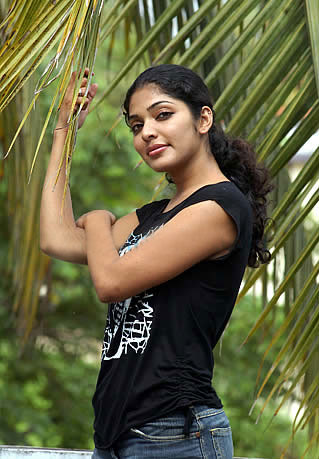 Neelathaamara Actress Rima Kallingal Hot South Indian Actress Rima Kallingal