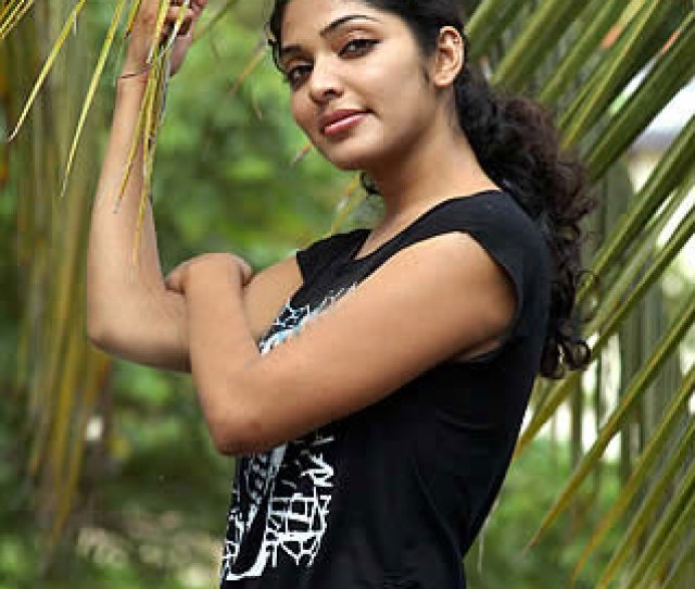 Neelathaamara Actress Rima Kallingal Hot South Indian Actress Rima Kallingal