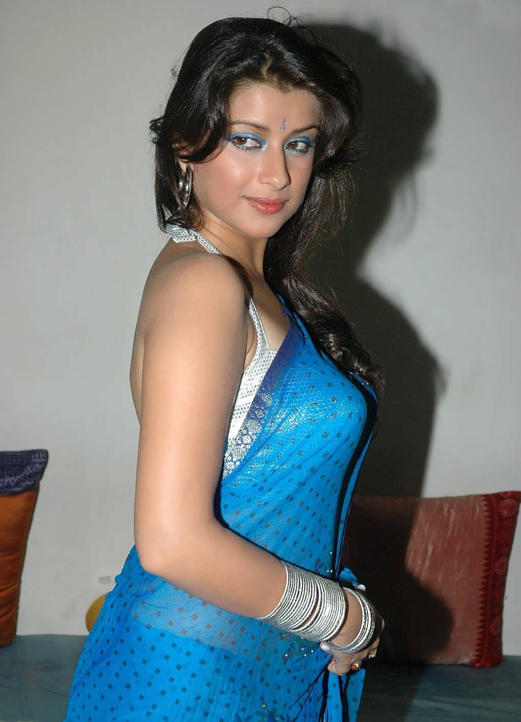 Madhurima Hot Photos In Saree