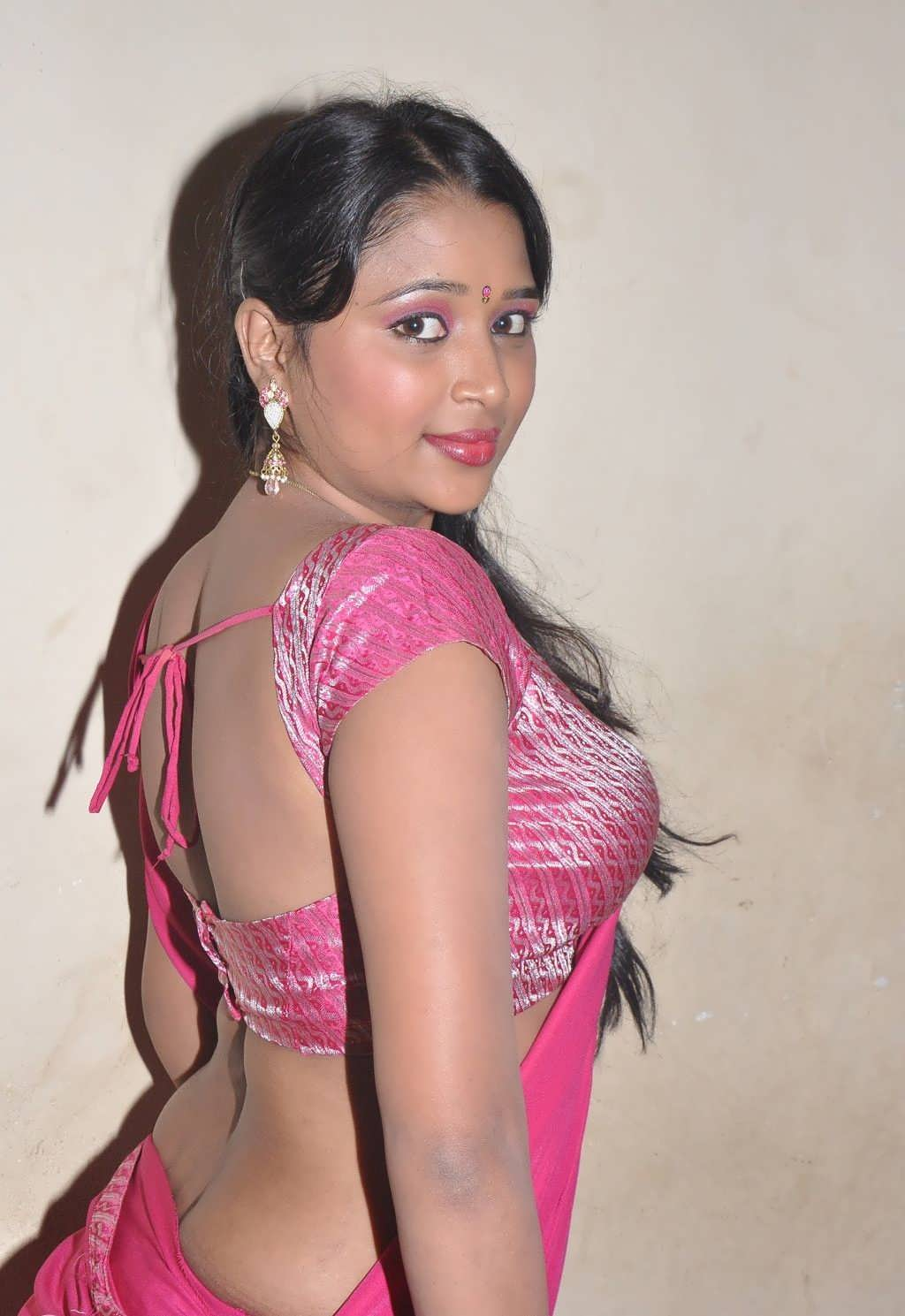 Actress hot saree navel show photos gallery