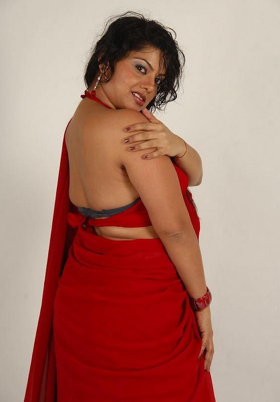 Aunty hot back in saree