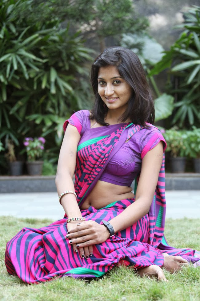 Hot South Indian Woman In Saree 16 Photos  Craziest Photo -4521