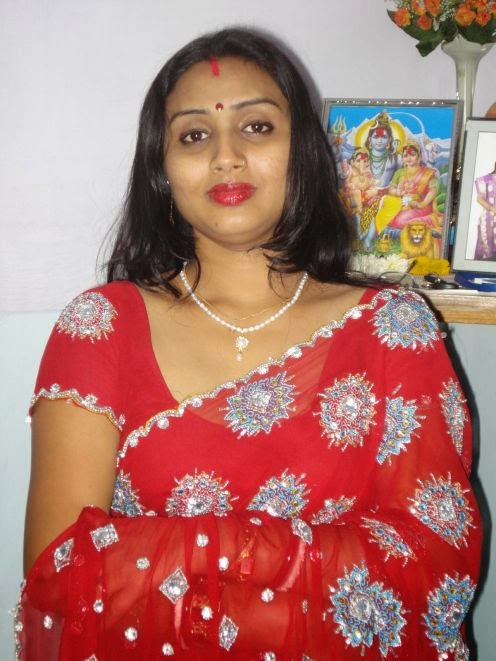 22 Latest Photos Of Indian Housewives In Saree  Craziest -6753