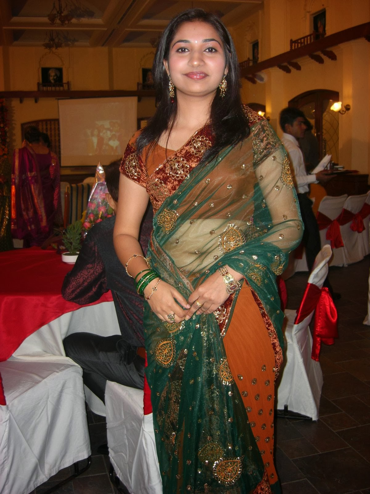 22 Latest Photos Of Indian Housewives In Saree  Craziest Photo Collection-6219