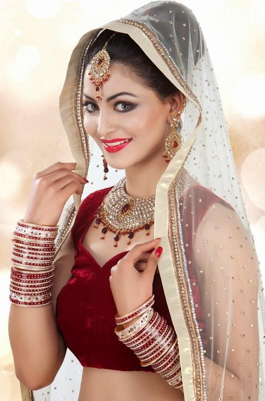 24 Photos Of Bollywood Actress Urvashi Rautela