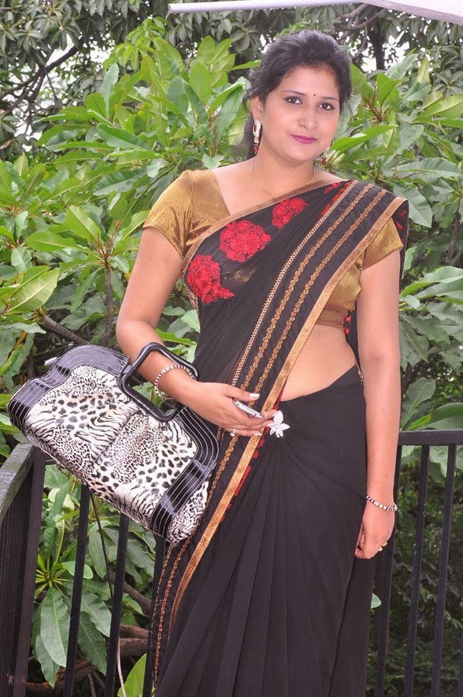 Hot Indian Aunty In Saree 9 Photos  Craziest Photo Collection-9617