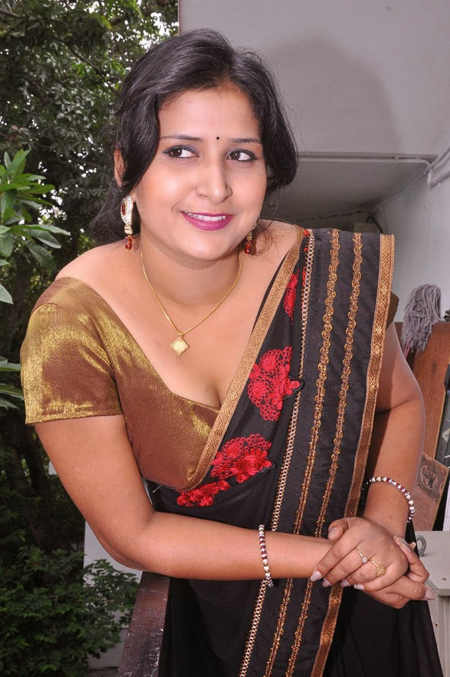 Hot Indian Aunty In Saree 9 Photos  Craziest Photo Collection-4288