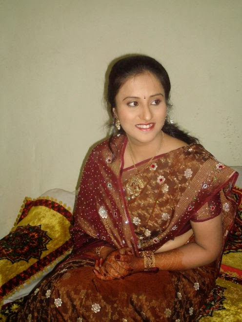 22 Latest Photos Of Indian Housewives In Saree  Craziest -7448
