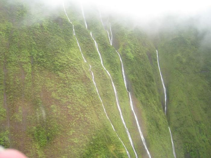 Mount waialeale or wai ale ale is a volcanic crater and the second