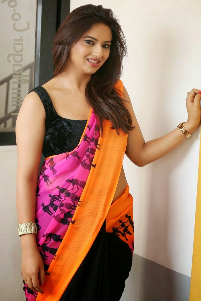 Sexy Girls On Saree