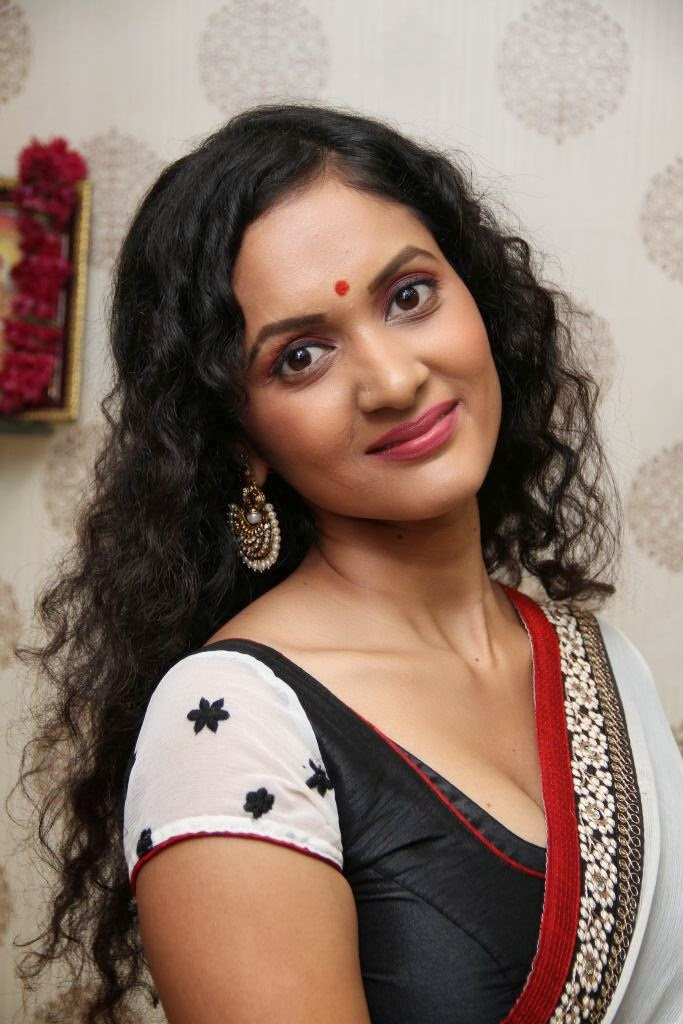 Homely Indian Housewife In Saree  Craziest Photo Collection-6470