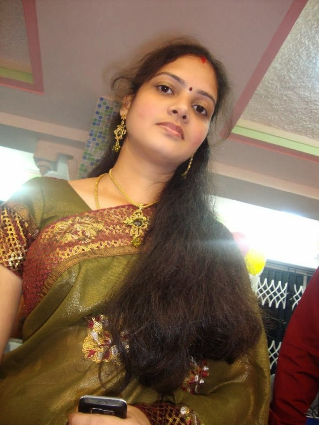 31 Indian Housewives And Girls In Saree  Craziest Photo Collection-2098