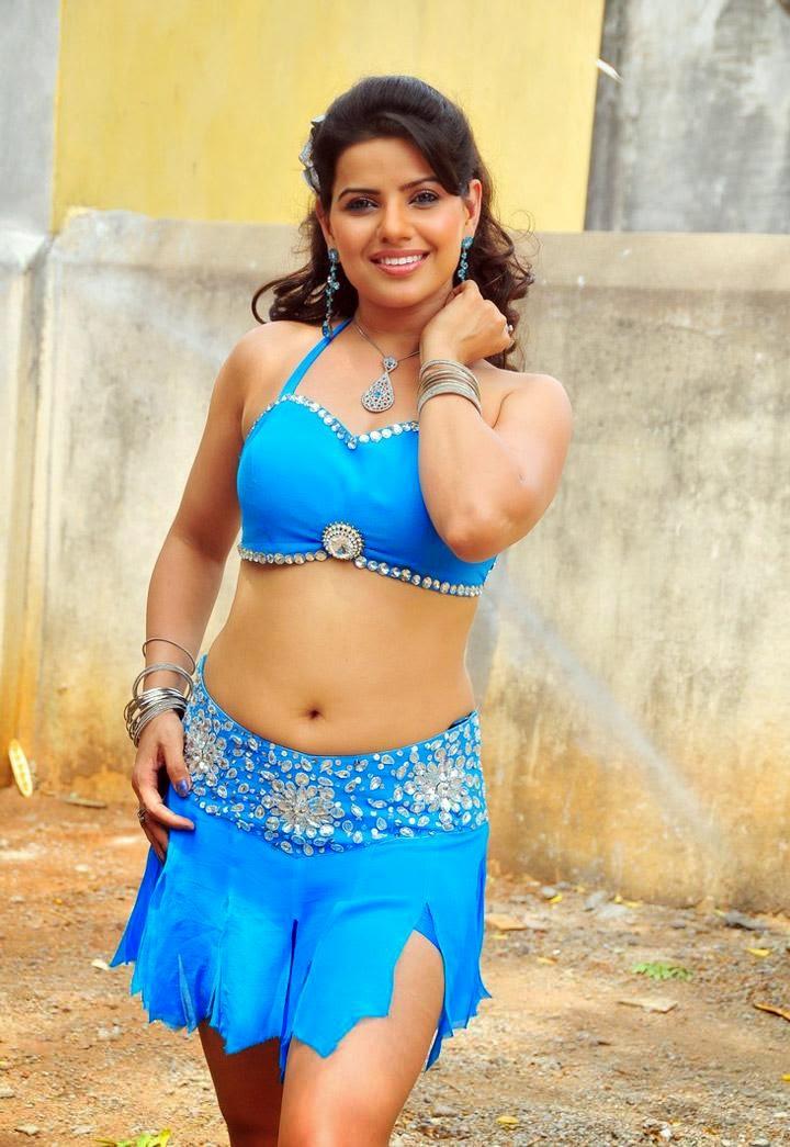 Madhu Sharma navel show