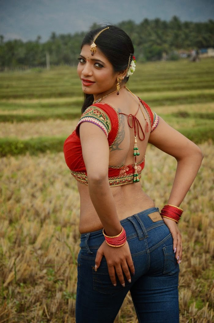 Mallu aunty backside pose