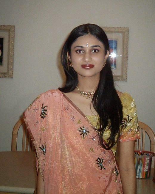 Beautiful Gujarati housewife aunty