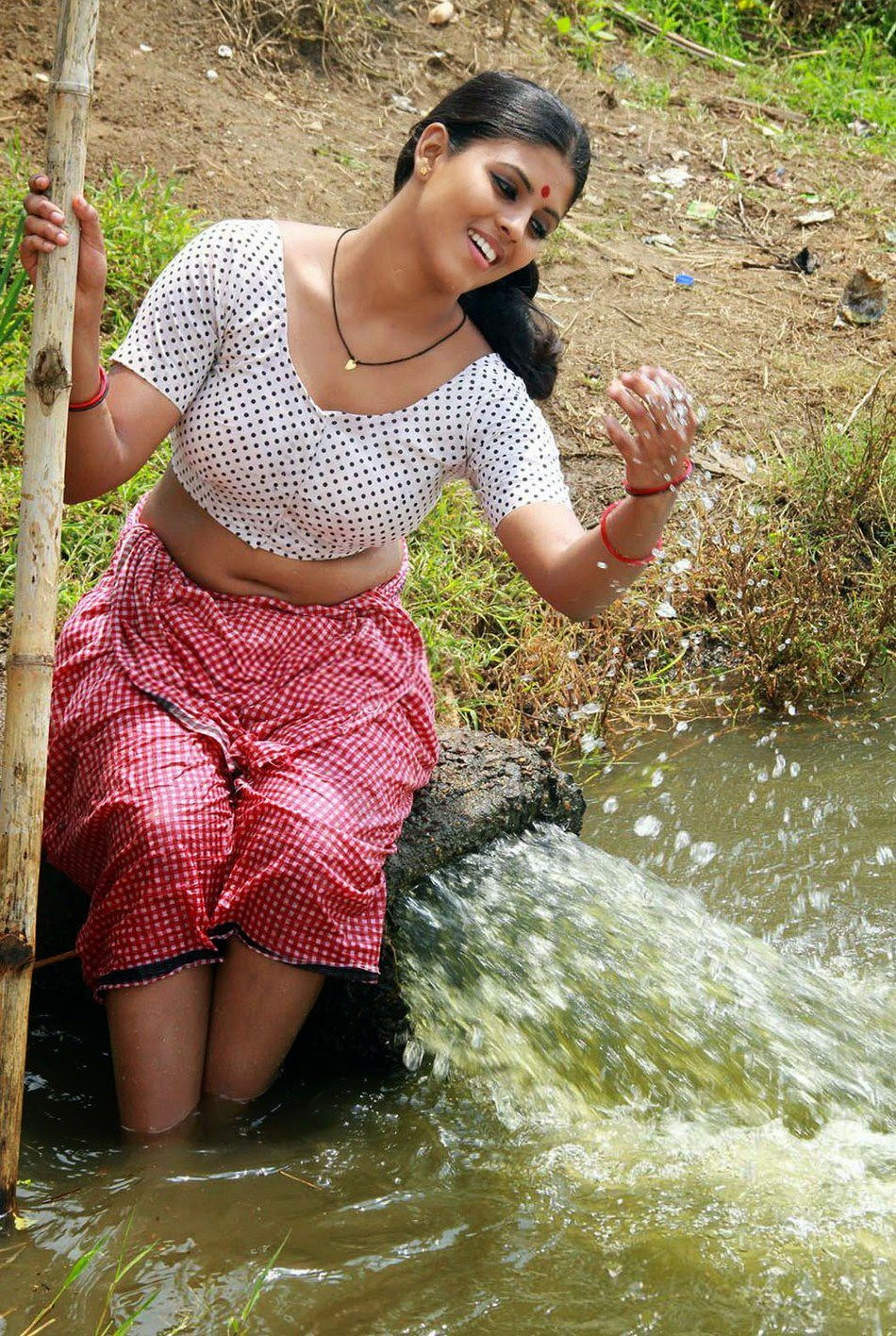 Iniya Malayalam hot actress