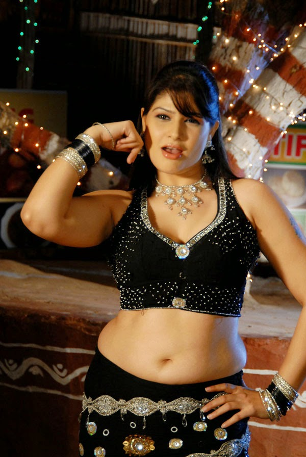 Mumbai dancer navel show