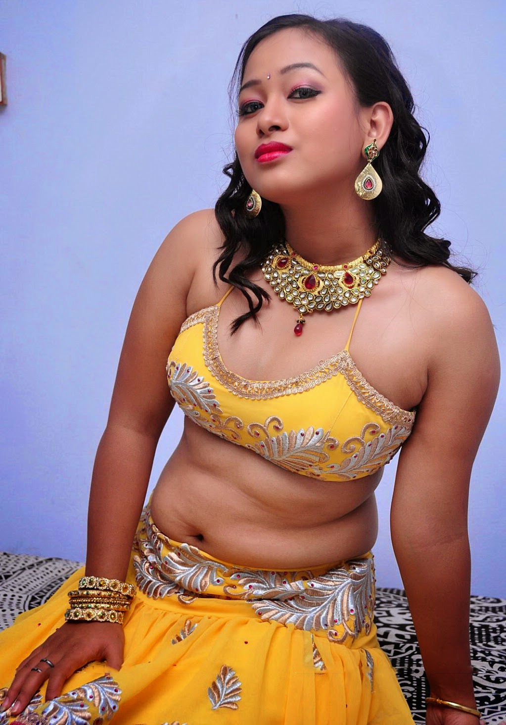 Malayalam dancer navel show