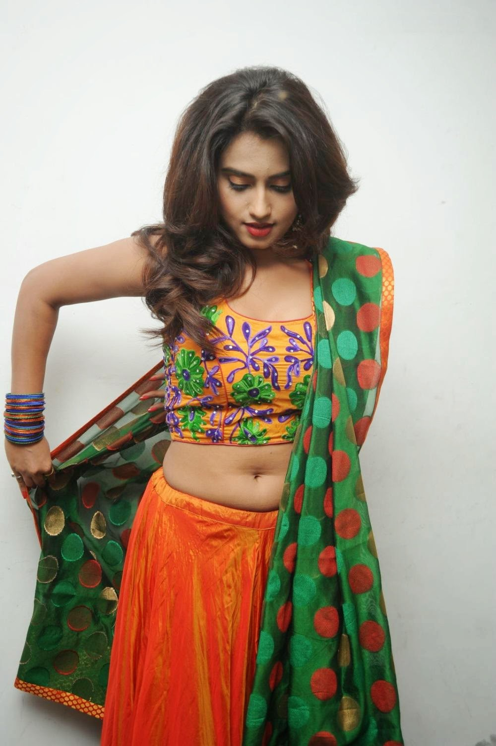Dimple Chopda navel show
