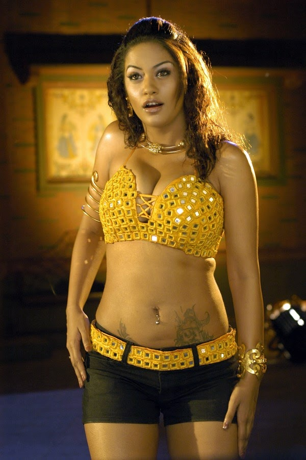 Mumaith Khan navel show